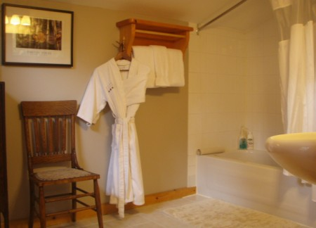 Cedar Chalet - Spa Bathroom