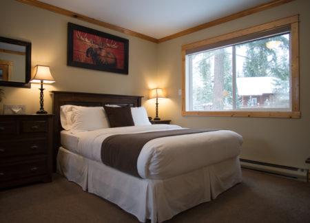 queen bedroom golden bc cabins